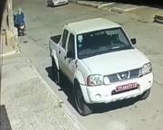 ببینید | سرقت پلاکهای خودروی دولتی به راحتی آب خوردن