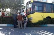 ویدئو | لحظه عجیب برخورد اتوبوس به خودروهای پارکشده در نیشابور