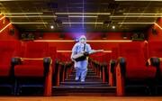 عکس روز| ضدعفونی کردن سینما