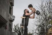 عکس | تصویر تکاندهنده شادی پدر و پسر معلول سوری برنده جایزه جهانی SIPA۲۰۲۱
